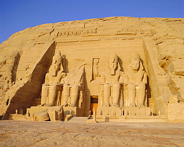 Rock cut Temple of Ramesses II (Rameses the Great) (Ramses the Great), Abu Simbel, UNESCO World Heritage Site, Nubia, Egypt, North Africa, Africa
