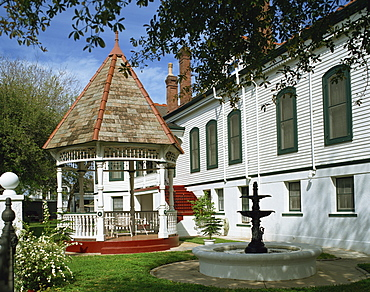 Fountain, gazebo and traditional house on Esplanade Avenue in the French Quarter of New Orleans, Louisiana, United States of America, North America