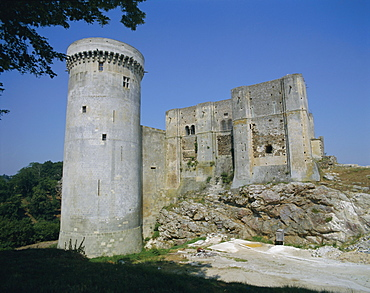 Tower and keep of the castle at Falaise, birthplace of William the Conqueror, Basse Normandie (Normandy), France, Europe
