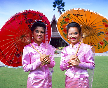 Girls dressed in traditional costume, Rose Garden, Bangkok, Thailand, Southeast Asia, Asia