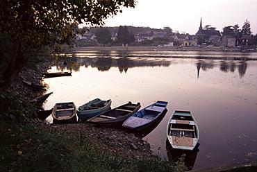 Evening on the river Mayenne at Grez Neuville, Loire Valley, Pays de la Loire, France, Europe