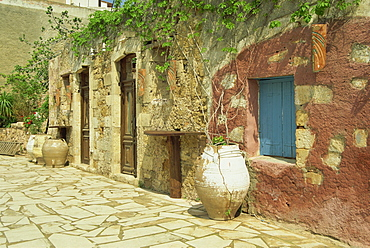 Traditional old house in the Old Town, Sifaka, Chania, Crete, Greece, Europe
