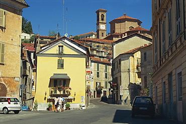 Street scene, Mondovi Piazza, Piedmont, Italy, Europe