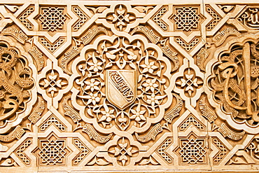 Atauriques (Moorish plaster work) in the Nasrid palace showing the shield of al Ahmur used as a decorative theme, Alhambra, UNESCO World Heritage Site, Granada, Andalucia, Spain, Europe