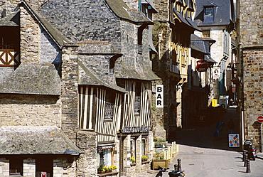 Street scene, Old Town, Vitre, Ille-et-Vilaine, Brittany, France, Europe