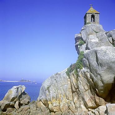 Christian chapel, Notre Dame de Port Blanc, on rocks on coast, Cote de Granit Rose (Cotes d'Armor) (Pink Granite Coast), Brittany, France, Europe