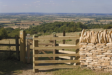 Refurbished gate and dry stone wall on the Cotswold Way footpath, Dover Hill near Chipping Campden, The Cotswolds, Gloucestershire, England, United Kingdom, Europe