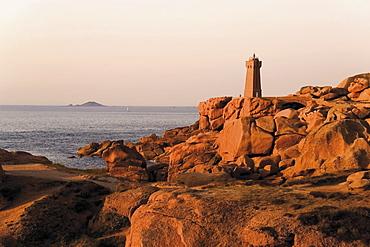 Pars-kamor lighthouse, Ploumanach, Breton Corniche, Cote de Granit Rose, Cotes d'Armor, Brittany, France, Europe