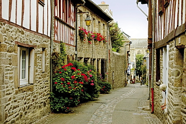 Narrow street with half timbered houses, Treguier, Cote de Granit Rose, Cotes d'Armor, Brittany, France, Europe