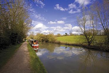 Grand Union Canal, Offchurch Greenway Centenary Way footpath, Radford Semele, Warwickshire, England, United Kingdom, Europe