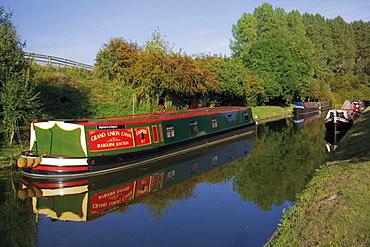 Narrow boats, the Grand Union Canal, Bulbourne, the Chilterns, Buckinghamshire, England, United Kingdom, Europe
