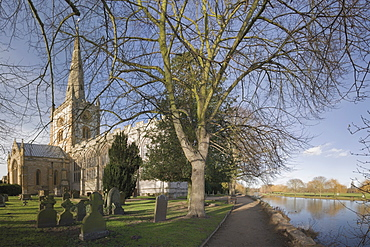 The River Avon, view from Holy Trinity churchyard, where William Shakespeare is buried, Stratford-upon-Avon, Warwickshire, England, United Kingdom, Europe