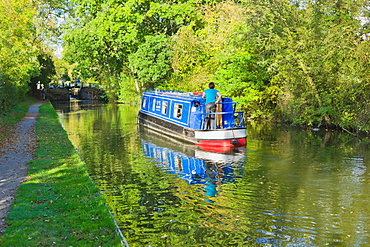 A narrow boat on the Stratford upon Avon canal, Preston Bagot flight of locks, Warwickshire, Midlands, England, United Kingdom, Europe