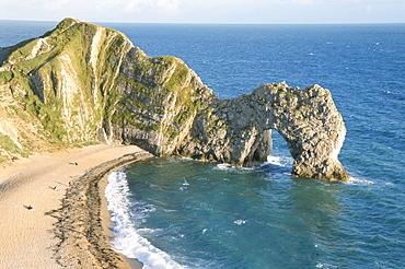 Wave-cut arch in limestone headland, Durdle Door, Jurassic Heritage Coast, UNESCO World Heritage Site, Isle of Purbeck, Dorset, England, United Kingdom, Europe