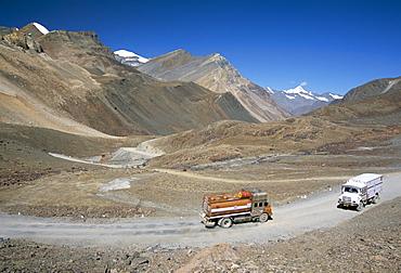 Trucks on Baralacha Pass, 4892m, road only open three months of year, Leh-Manali highway, Ladakh, India, Asia