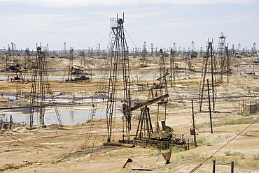 Closely spaced drilling towers and nodding donkey beam pumps, Ramana oilfield, Absheron peninsula, Baku, Azerbaijan, Central Asia, Asia