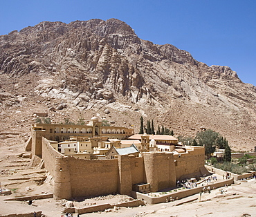 St. Catherine's Monastery, UNESCO World Heritage Site, with shoulder of Mount Sinai behind, Sinai Peninsula Desert, Egypt, North Africa, Africa