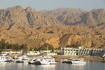 Port and marina in front of barren mountains, Sharm el Sheik, Sinai Peninsula, Gulf of Aqaba, Red Sea, Egypt, North Africa, Africa