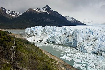 Glaciar Perito Moreno (Perito Moreno Glacier), Lago Argentino, Los Glaciares National Park, UNESCO World Heritage Site, Patagonia, Argentina, South America