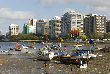 The beach in front of Colaba fishing village, with high-rises of Nariman Point across the bay, Mumbai, India, Asia