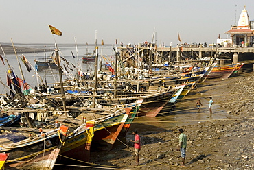 The fishing harbour on the Daman Ganga River, Daman, Gujarat, India, Asia