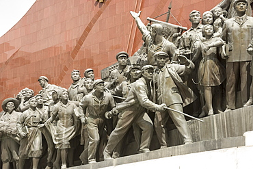 Mansudae Grand Monument, statues beside the two large bronze Kim statues, Pyongyang, North Korea, Asia