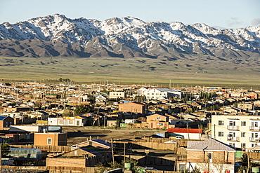 Dalanzagdag city and Gurvan Sayhany Nuruu mountains, Gobi Desert, southern Mongolia, Asia