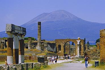 Pompeii, Mt. Vesuvius behind, Campania, Italy, Europe