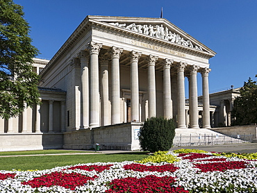 Fine Arts Museum, Heroes Square, Budapest, Hungary, Europe