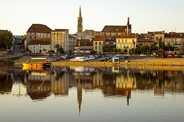 Port and River Dordogne, Bergerac, Perigord, Aquitaine, France, Europe