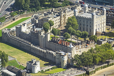 Aerial view of the Tower of London, UNESCO World Heritage Site, London, England, United Kingdom, Europe