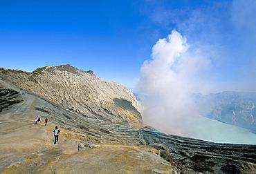Tourists trekking, Sulphur Lake, Kawah Ijen, Ijen Plateau, island of Java, Indonesia, Southeast Asia, Asia