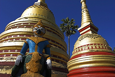 Statue and stupas, Wat In, named after Hindu God Indra, Kengtung (Kyaing Tong), Shan State, Myanmar (Burma), Asia