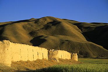 Caravanserai, Daulitiar, between Yakawlang and Chakhcharan, Afghanistan, Asia