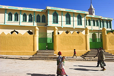People walking past Jamia Mosque, built in the 16th century, Old Town, Harar, Ethiopia, Africa
