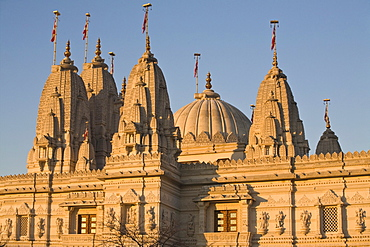 Shri Swaminarayan Mandir Temple, the largest Hindu temple outside India, winner of UK Pride of Place award 2007, Neasden, London, England, United Kingdom, Europe