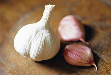 Studio shot of a bulb (head) and individual cloves of garlic