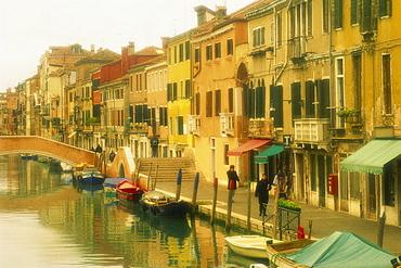 Houses on canalside, The Ghetto, Venice, Veneto, Italy, Europe