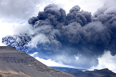 Billowing ash plume of the Eyjafjallajokull eruption, southern area, Iceland, Polar Regions