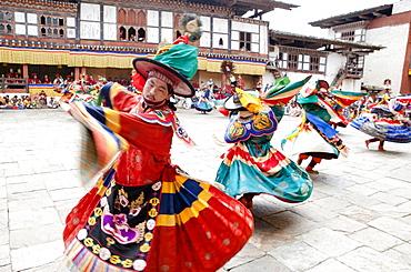 Monks performing traditional Black Hat dance at the Wangdue Phodrang Tsechu, Wangdue Phodrang Dzong, Wangdue Phodrang (Wangdi), Bhutan, Asia