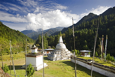 Chendebji Chorten between Wangdue Phodrang and Trongsa, Bhutan, Asia