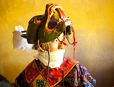 Buddhist monk in his colourful costume and mask waiting for the next dance during Gangtey Tsechu at Gangte Goemba, Gangte, Phobjikha Valley, Bhutan, Asia