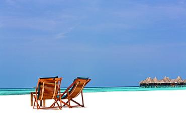 Wooden sun loungers on beach, Coco Palm, Dhuni Kolhu, Baa Atoll, Republic of Maldives, Indian Ocean, Asia