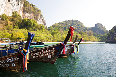 Traditional longtail boats and limestone cliffs, Hong Island, one of the Koh Hong Islands, Ao Nang, Krabi, Thailand, Southeast Asia, Asia