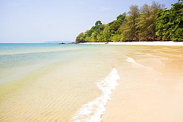 White sand and shallow sea, Tubkaak Beach, near Krabi Town, Krabi, Thailand, Southeast Asia, Asia