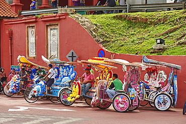 Trishaw drivers waiting for a fare, Malacca City, Malaysia, Southeast Asia, Asia