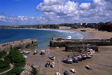 Harbour at low tide with town beach beyond, Newquay, Cornwall, England, United Kingdom, Europe