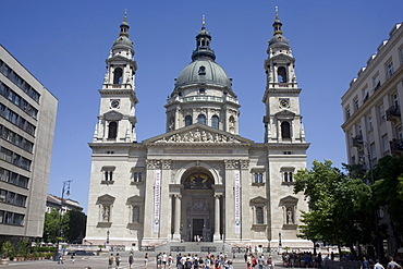 St. Stephen's Basilica, the largest church in Budapest, Hungary, Europe - 365-3846