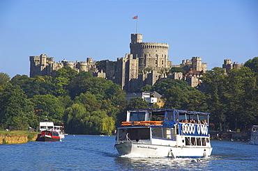 River Thames and Windsor Castle, Berkshire, England, United Kingdom, Europe