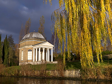 Garricks Temple, Hampton, in autumn, overlooking River Thames, Middlesex, England, United Kingdom, Europe